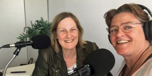 Ivonne Smit en Podcastvrouw Simone Snaterse bij de training podcast maken
