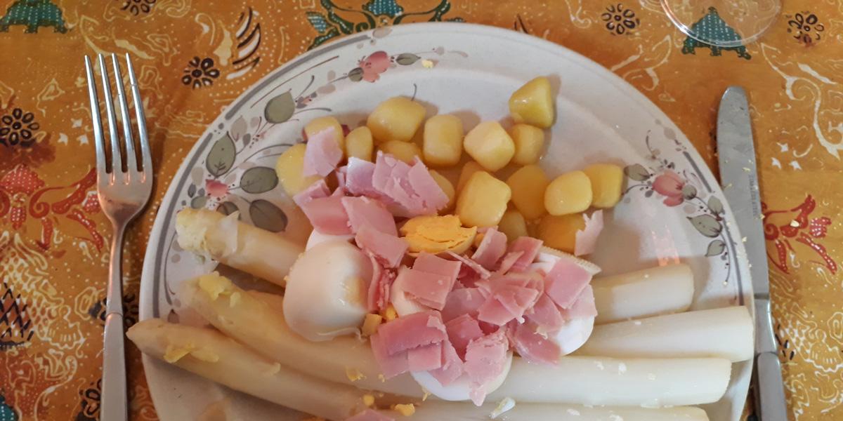 180516 Asperges met ham op bord