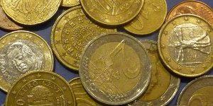 Besparingstips voor planeet en portemonnee. Euro's.