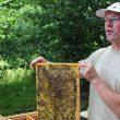 Imker Eric van Oijen vertelt over biologisch imkeren