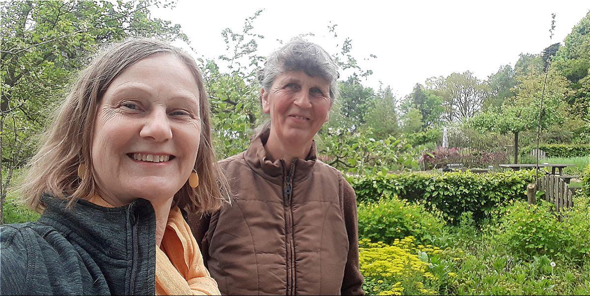 Ivonne Smit en Anneke Scholte van de Naturentuin