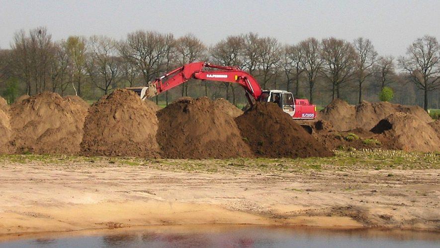 Graafmachine en hopen grond